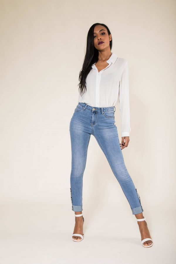 Nina Carter jean avec revers taille haute